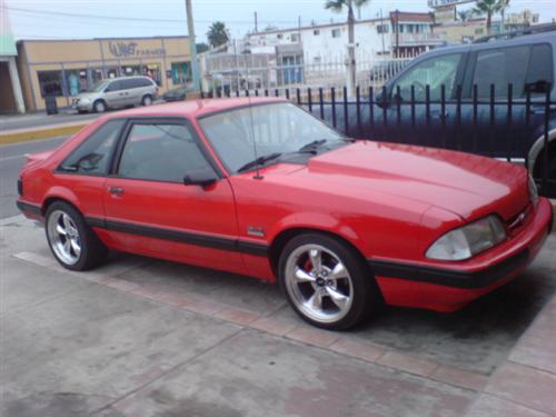 Hugo Martinez's 1987 ford mustang